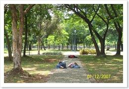 Istirahat Siang di Taman Monas