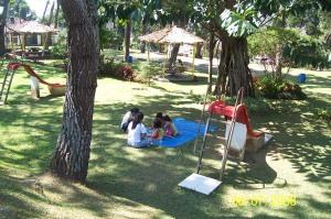 Tempat-permainan-lengkap untuk keluarga di Wisma Kompas.