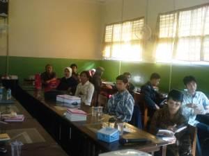Laptop dan PC yang efektif sebagai medium pembelajaran bagi peserta.