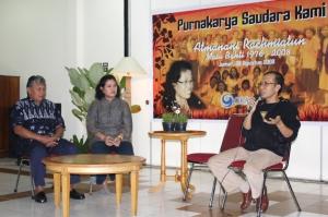 Direktur Grasindo, R. Suhartono menyampaikan kesan dan pesan untuk Mbak Nani yang didampingi oleh suami di Wisma Kompas, Pacet, Jumat, 29 Agustus.