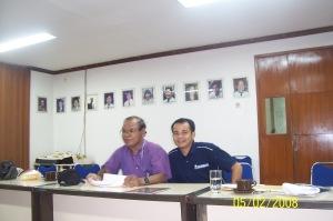 Umbu dan Apolo ketika rapat di LPDS, Gedung Dewan Pers, Kebon Sirih, Jakarta Pusat, lantai 3.