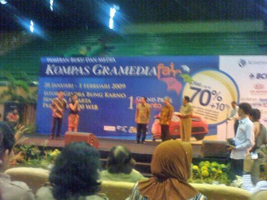 Erwin Parengkuan & Becky Tumewu (MC), Fauzi Bowo, Agung Adiprasetyo, dan penerima KBBI Pusba